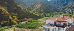 El hotel entre montañas